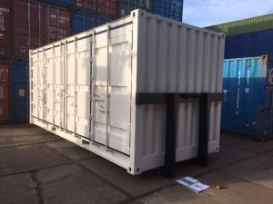 Open side container met slede